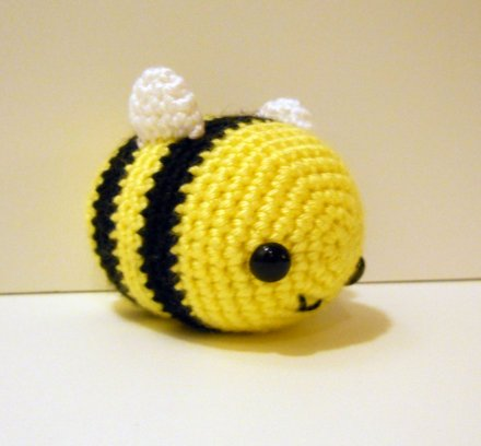 crocheted_bee_by_syppah-d3k6pns